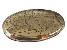 Tabatière Néerlandaise de la première moitié du XVIIIe siècle en cuivre avec, gravé sur ses deux faces, un texte faisant partie d'un ancien proverbe ...