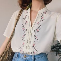 Beautiful light oriental style true vintage shirt, with delicate Japanese blossom embroidered down the front and a flattering small collar Comfortable light fabric that& perfect for tucking into denim will fit sizes 814 loosely Perfect condition Vintage Shirts, Vintage Outfits, Vintage Fashion, Vintage Blouse, 70s Fashion, Classy Fashion, Dress Vintage, Party Fashion, Fasion