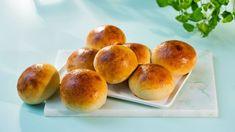 Saftige hveteboller helt uten melk! Hamburger, Bread, Food, Brot, Essen, Baking, Burgers, Meals, Breads