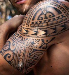 Maori tattoos on the upper arm - what significance do the Polynesian signs have? Maori tattoos on the upper arm - what significance do the Polynesian signs have? Maori Tattoos, Maori Tribal Tattoo, Maori Tattoo Frau, Types Of Tribal Tattoos, Maori Tattoo Meanings, Hawaiianisches Tattoo, Maori Tattoo Designs, Bild Tattoos, Samoan Tattoo