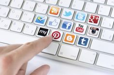 Influenceur = communication digitale + gestion des réseaux sociaux + montage vidéo+ gestion d'image publiquesur la toile