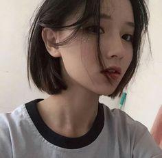 Ulzzang means Best Face in Korea . Or root words is Eoljjang. Short Hair Korea, Korean Short Hair, Girl Short Hair, Short Girls, Ulzzang Tomboy, Ulzzang Girl Fashion, Ulzzang Korean Girl, Ulzzang Girl Selca, Ulzzang Short Hair
