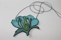 Blue flower morphology leather necklace - Colgante de cuero morfologia flor azul - Blaue Blume Leder Schmuck - handpainted and handmade
