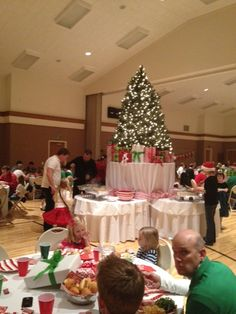 christmas party centerpieces christmas party table christmas tablescapes christmas dinners christmas program
