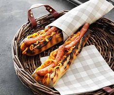 Lammhüftli mit Pfeffer-Estragon-Sauce   Betty Bossi Polenta, Hot Dogs, Sausage, Meat, Ethnic Recipes, Baguette, Food, Meat Rubs, Browning