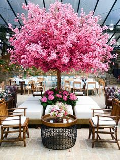 65 ideas for garden wedding reception tables trees In order to have a great Modern Garden Decoration, it's … Deco Restaurant, Decoration Vitrine, Wedding Reception Tables, Wedding Venues, Wedding Photos, Blossom Trees, Cherry Blossom, Partys, Arte Floral