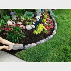 Create a distinctive landscaping design with this Landecor Overlapping Rock Edger. The Overlapping Rock Edger connects together seamlessly to form curves to create decorative tree rings. This natural looking product is easy to install and will complement any existing landscaping.
