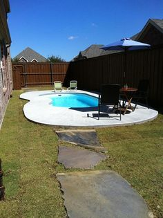Small pool deck design