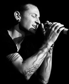 Beautiful Legend Chester Bennington ❤ #makechesterproud #linkinpark #chesterbennington #iamthechange #320changesdirection