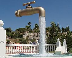 The floating tap fountain is a clever illusion. It consist of a faucet mysteriously hovering above a pool or basin with an endless supply of. Le Corbusier, Villa Savoye, Water Drawing, Water Faucet, Viral Marketing, Landscaping Software, Roadside Attractions, Chapelle, Optical Illusions