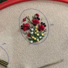 Yakın zaman #tbt si ne yorum ne beğeni gelmişti ama Bullion Embroidery, Pillow Embroidery, Hardanger Embroidery, Hand Embroidery Stitches, Ribbon Embroidery, Embroidery Art, Hand Embroidery Design Patterns, Embroidery Flowers Pattern, Fabric Flower Brooch