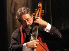 Jordi Savall rebutja el Premi Nacional de Música espanyol - elsingular.cat, 30/10/2014. El músic, director i compositor Jordi Savall (Igualada, 1941) ha rebutjat el Premi Nacional de Música espanyol, en la modalitat de composició, concedit pel Ministeri d'Educació, Cultura i Esport i valorat en 30.000 euros. Els motius del músic responen a les seves discrepàncies amb la política cultural del ministeri, dirigit per José Ignacio Wert.