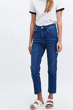 BDG Girlfriend Jeans in Mid Blue - Urban Outfitters