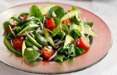 Δυναμωτική, χορταστική, τέλεια η σαλάτα που φτιάχνει η Ντίνα Νικολάου.