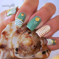 Beautiful beach themed manicure with gold nail art shells. For same nail art shells look here: http://websta.me/n/lilsnaildesign