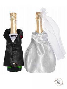 Vestiti da sposi per bottiglie. Misure: 24 cm circa. Il prezzo si riferisce alla coppia. #allestimenti #bicchieri #vestitisposi #vestitiperbottiglie #vestitidasposiperbottiglie #accessori #decori #tavoli #sedie #runner #fiocchi #wedding #weddingideas #ideasforwedding #setcalici #bicchierisposi #brindisi #brindisimatrimonio