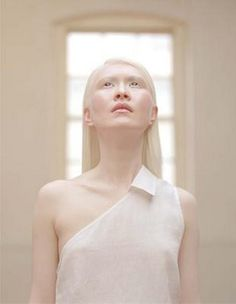 Connie Chiu, world's first albino fashion model. A-Z List of 125 Rare Albino Animals [Pics] Groundhog after a dye job to disguise himself. Albino Girl, Geisha, Albino Model, Melanism, Portraits, Pale Skin, People Of The World, Amazing, Fashion Models