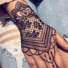 bridal mehendi design mehndi henna lotus jewellery leaf lotus You can find different rumors about the annals of the marriage … Henna Tattoos, Henna Tattoo Sleeve, Mehndi Tattoo, Henna Mehndi, Mehendi, Mandala Tattoo, Tatoos, Paisley Tattoos, Easy Mehndi