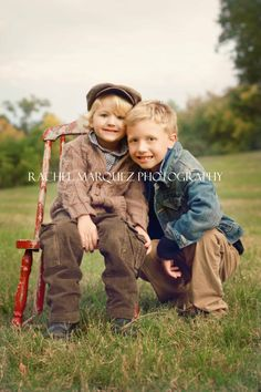 Adorable brothers photo!  http://rachelmarquezphotography.com/