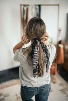 Hair tie black and white perfect brunette - Haargummi s Scarf Hairstyles, Braided Hairstyles, Fall Hairstyles, Bandana Hairstyles For Long Hair, Teenage Hairstyles, Easy Hairstyle, Short Hair, Hairdos, Long Long Hair