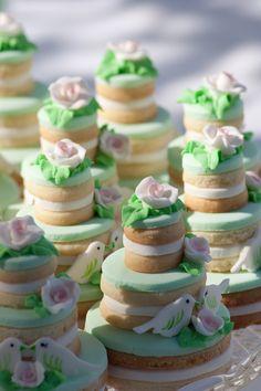 Mini wedding cakes - Absolutly beautiful!