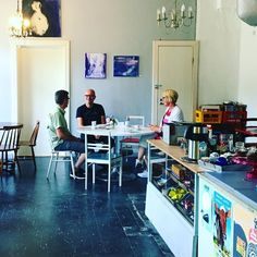 Ihastuttiin kahvila @vaalanasema ja erityisesti kahvilanpitäjäneitoon #jaala #visitjaala #kainuu #oulujärvi #kahvila #vaalanasema #vr #futuremarja