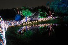 Un photographe utilise le light painting pour réaliser des clichés aussi hypnotisants que colorés