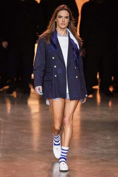 TommyNow Spring 2020 Ready-to-Wear Fashion Show Collection: See the complete TommyNow Spring 2020 Ready-to-Wear collection. Look 49 Vogue Uk, Vogue Paris, Vogue Russia, Looks Street Style, Casual Street Style, Alessandra Ambrosio, Naomi Campbell, Noemie Lenoir, Lingerie Pictures
