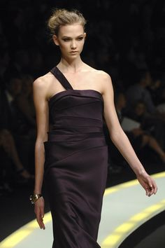 #KarlieKloss on the #runway for #Versace #RTW #FW2007-08, at #MFW. #Model #Supermodel #VSAngel #Vogue