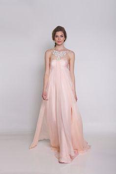 Adore this #grecian wedding dress style! #gown #weddingdress {@ivyandaster}
