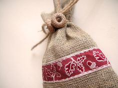 100 Burlap Favor Bags with Real Acorn Twins - for Rustic Wedding, Christmas, Party