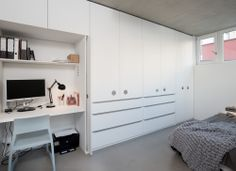 hidden study place in wardrobe Study Rooms, Home Reno, Beach House, Prague, Clever, Shop Class, Beach Houses, Learning Spaces