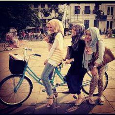 Who said Muslim women are oppresed? We are having a lot of freedom and fun with our hijab Muslim Fashion, Modest Fashion, Hijab Fashion, Turban, Hashtag Hijab, Islam Women, Stylish Dpz, Hijab Tutorial, Traditional Fashion