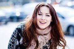 Erin. Upea suomalainen nainen ja mahtava artisti. Gorgeous Women, People, Tops, Youtube, Fashion, Beautiful Women, Moda, La Mode, Shell Tops