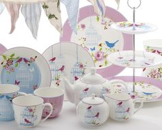 Aviary gives you a feeling of Springtime all year round with the perfect excuse to sample delectable sweet and savoury treats in the afternoon sun. The design brings beautiful illustrations of birds, flowers and butterflies to life through warm, feminine pastels. The collection is decidedly contemporary, making it ideal for parties and special family gatherings. Colours include pink, blue and white, while the range includes dinnerware, servingware and accessories.