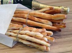 Hot Dog Buns, Hot Dogs, Bread Rolls, Crackers, Bread Recipes, Entrees, Carrots, Appetizers, Vegetables