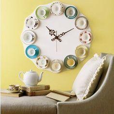 bir düzine fincan takımından orjinal saat tasarımı