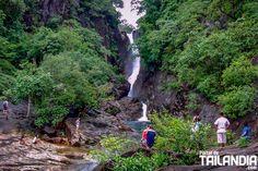 Cascada Klong Plu de Koh Chang un refrescante lugar donde bañarse en esta genial isla del centro de Tailandia. Conoces la misteriosa isla de Koh Chang? #kochang #tailandia #islas #cascadas #viajar http://ift.tt/2ijnSAH
