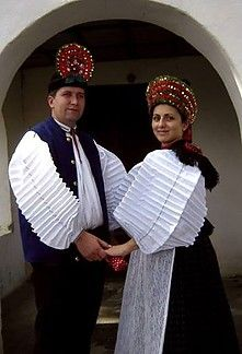 Folk dresses of Szék, region of Transsylvania, today belongs to Romania. Complex Art, Costumes Around The World, Hungarian Embroidery, Folk Dance, Folk Costume, Europe, Ethnic Fashion, Historical Clothing, Traditional Dresses