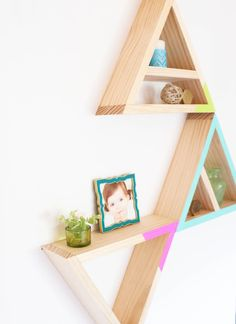 A Kailo Chic Life: Build It - Triangle Shelves Diy Arts And Crafts, Diy Craft Projects, Diy Crafts, Diys, Triangle Shelf, Diy Casa, Home Interior, Diy Furniture, Woodworking Projects