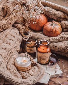 Pumpkin halloween decor ideas 4 Pumpkin is a major part of Halloween and Fall decoration. Here you will find some of the classiest and most fabulous Pumpkin Halloween Decor Ideas. Autumn Cozy, Autumn Fall, Autumn Feeling, Autumn Diys, Autumn Morning, Cozy Winter, Fall Harvest, Autumn Photography, Autumn Aesthetic Photography