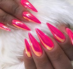The trend of chrome nails can not be ignored. Many women choose the art design of chrome nails nowadays. The fashion trend of nail design is always changing. In order to keep fashion, you might as well try chrome nail art design. It seems to be a goo Pink Chrome Nails, Pink Holographic Nails, Acrylic Nails Stiletto, Chrome Nail Art, Pink Glitter Nails, Neon Nails, Best Acrylic Nails, Acrylic Nail Designs, Nail Art Designs
