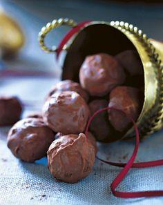 Tid til juleknas Cookie Table, Cookie Desserts, Dessert Recipes, Chocolate Treats, Chocolate Truffles, Norwegian Food, Danish Food, Candy Cookies, Yummy Snacks