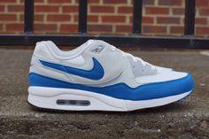 nike air max light military blue 02 570x380 Nike Air Max Light Military Blue