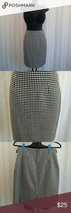 Vintage Ann Taylor pencil skirt Oh the skirt, oh this skirt! For anyone who likes vintage clothing this is an item you definitely have to have in your closet. Black and white design , Zips in back, small slit at bottom Hem of skirt, size 8, moderately loved Ann Taylor Skirts Pencil