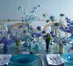 Blue Venetian Glass Centerpiece - 28 Centerpieces for Round Tables (in Different Styles) - EverAfterGuide