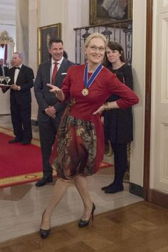 Meryl Streep being adorable at The Presidential Medal of Freedom ceremony. This picture is to cute/adorable not to stand alone. Meryl Streep Husband, Maryl Streep, Divas, Diane Keaton, Female Actresses, Matthew Mcconaughey, People Magazine, Celebrity Babies, Best Actress