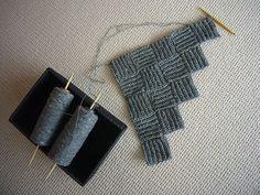 coperta particolare - looks like rows of single crochet alternating directions