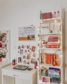 36 Ideas Book Decor Office For 2019 Study Room Decor, Cute Room Decor, Simple Room Decoration, Bedroom Desk, Book Shelf Bedroom, Diy Bedroom, Tumblr Rooms, Aesthetic Room Decor, Decoration Inspiration