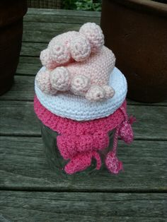 Pot topper for a babygirl...  pattern by Uniekadoos Haakpret